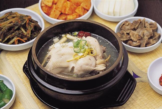 Món gà hầm sâm Ngọc Linh thơm ngon bổ dưỡng cho người bệnh